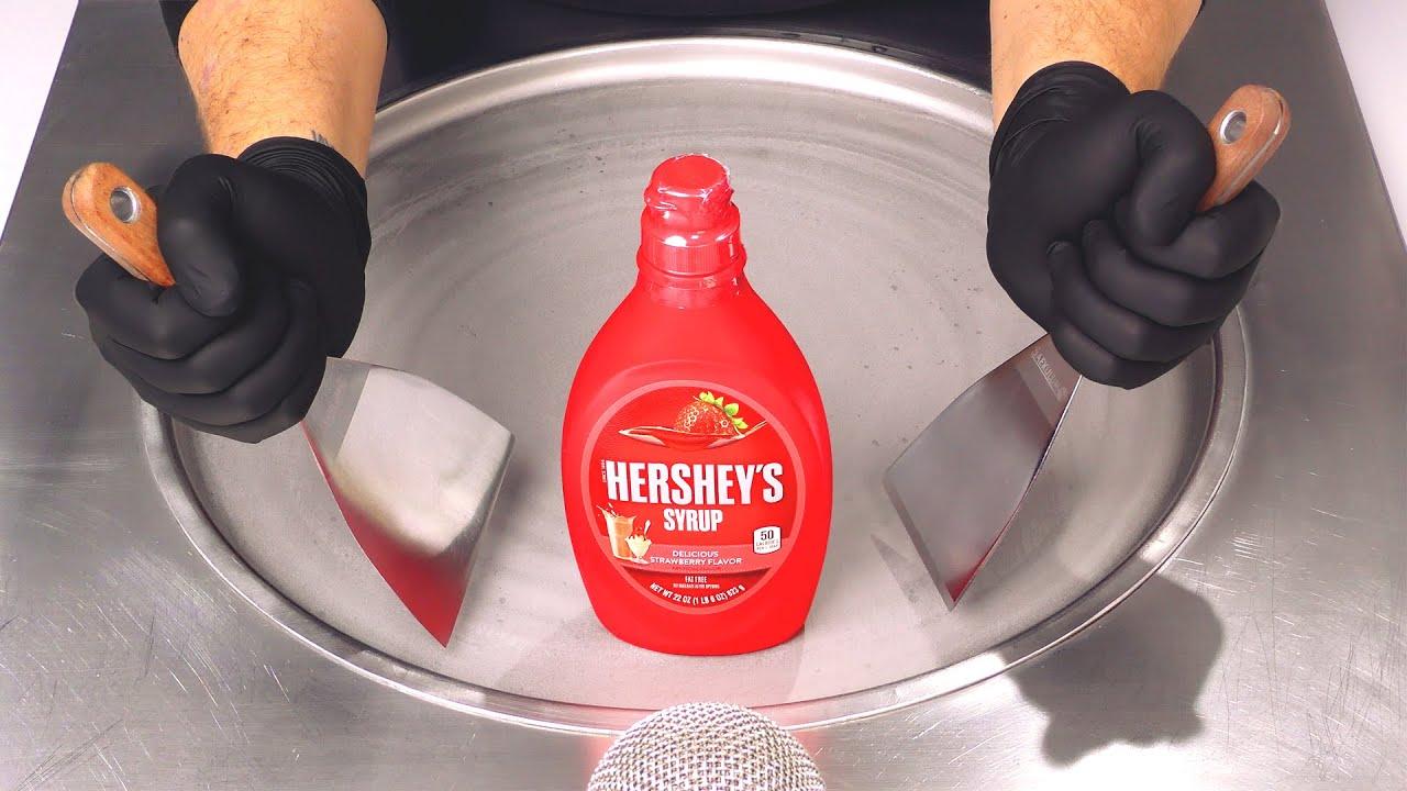 Сироп Hershey's — Рулетики из мороженого |  как приготовить клубничный соус для жареного мороженого / ASMR
