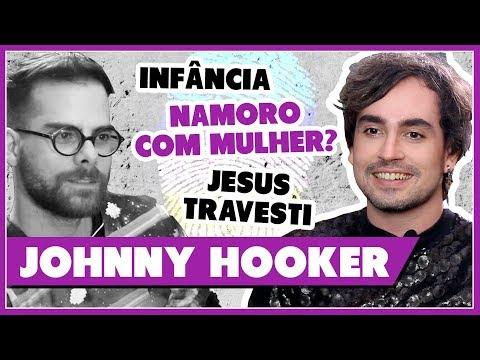 JOHNNY HOOKER conta sua 1ª VEZ com MULHER  JESUS TRAVESTI  INFÂNCIA - Identidade - Põe Na Roda