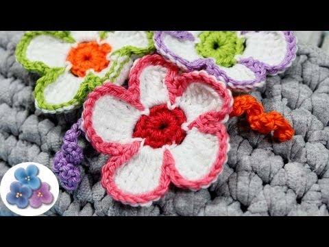 Flores de crochet tricolores amigurumis flores de - Como hacer flores de ganchillo ...