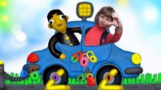 12 ЗАМКОВ Кто Закрыл Машину? Веселая игра для Детей Ищем Ключи Обнимашки с Машей