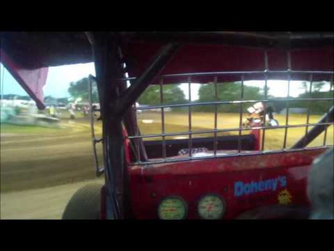 Sprint car 7-28-16 Quincy Raceways heat in car