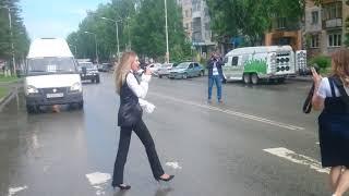 Ансамбль Шаромова прошёл по пешеходному переходу в Бердске