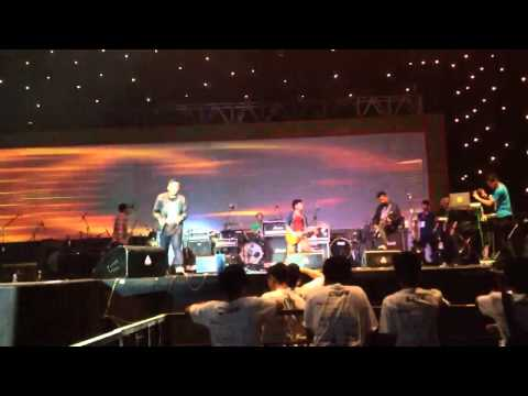 In hurricane rhythm - I wonder anything (live from istora senayan 11/5/13)