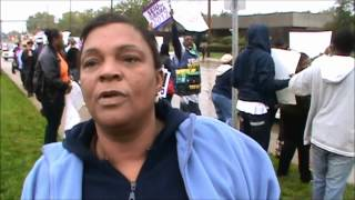 Original Obamaphone Lady: Obama Voter Says Vote for Obama because he gives a free Phone(Protester outside of Romney rally explains how Obama gives all minorities free phones and that is why they should vote for him. Cleveland Ohio, September 26, ..., 2012-09-26T20:21:47.000Z)