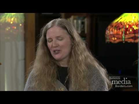 HUNGER GAMES author Suzanne Collins Talks to Readers