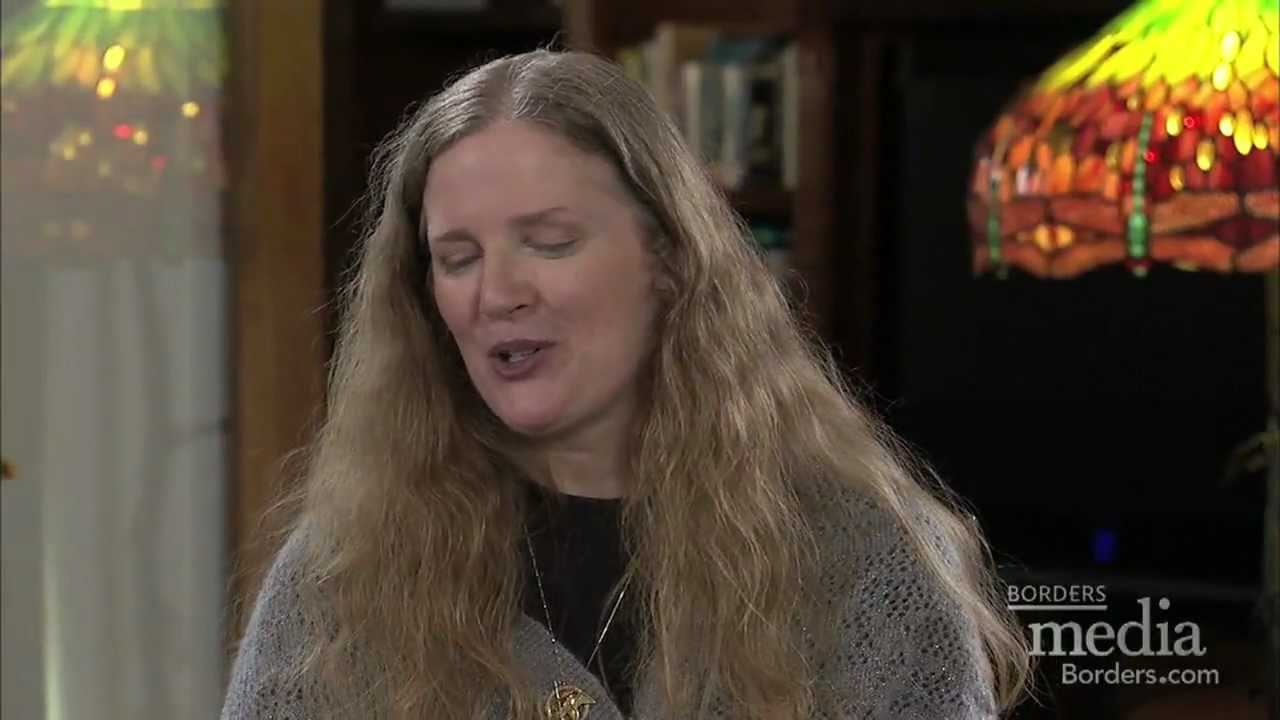 Hunger Games Author Suzanne Collins Talks To Readers Youtube