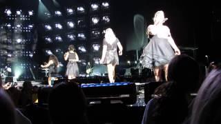 "Kelly Clarkson ""Walk Away/UpTown Funk MashUp"" Live, Hershey PA"