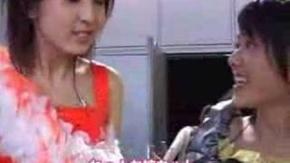 梅田えりか(℃-ute)と有原栞菜(℃-ute)。