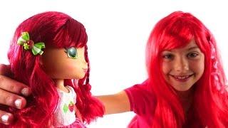 Шарлотта Земляничка видео с игрушками. Новая подружка Поли. Куклы. Видео для детей.(Сегодня Поля откроет еще один подарок. Посмотрите, это кукла Шарлотта Земляничка! Какая она милая и симпати..., 2015-04-29T12:18:33.000Z)