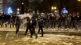 Pro-Alexei Navalny protesters pelt police with snowballs