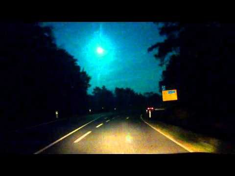 Halloween Asteroid TB 145 Real Stream, Picture near Berlin 31.10.2015 ... or a UFO ?? :)