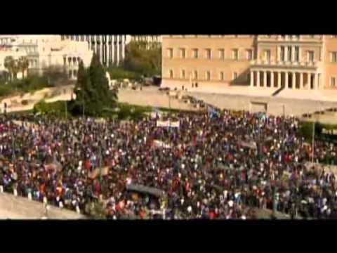 70.000 griegos salieron a las calles para protestar por el severo ajuste que implementó el gobierno