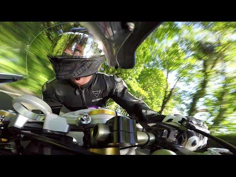 GUY MARTIN on the howling TRIUMPH! Supersport Race podium! TT2015 - On Bike - 675cc Triumph