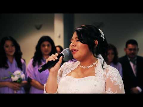 Esposa canta a su esposo en la Boda - Aunque no te Conocia