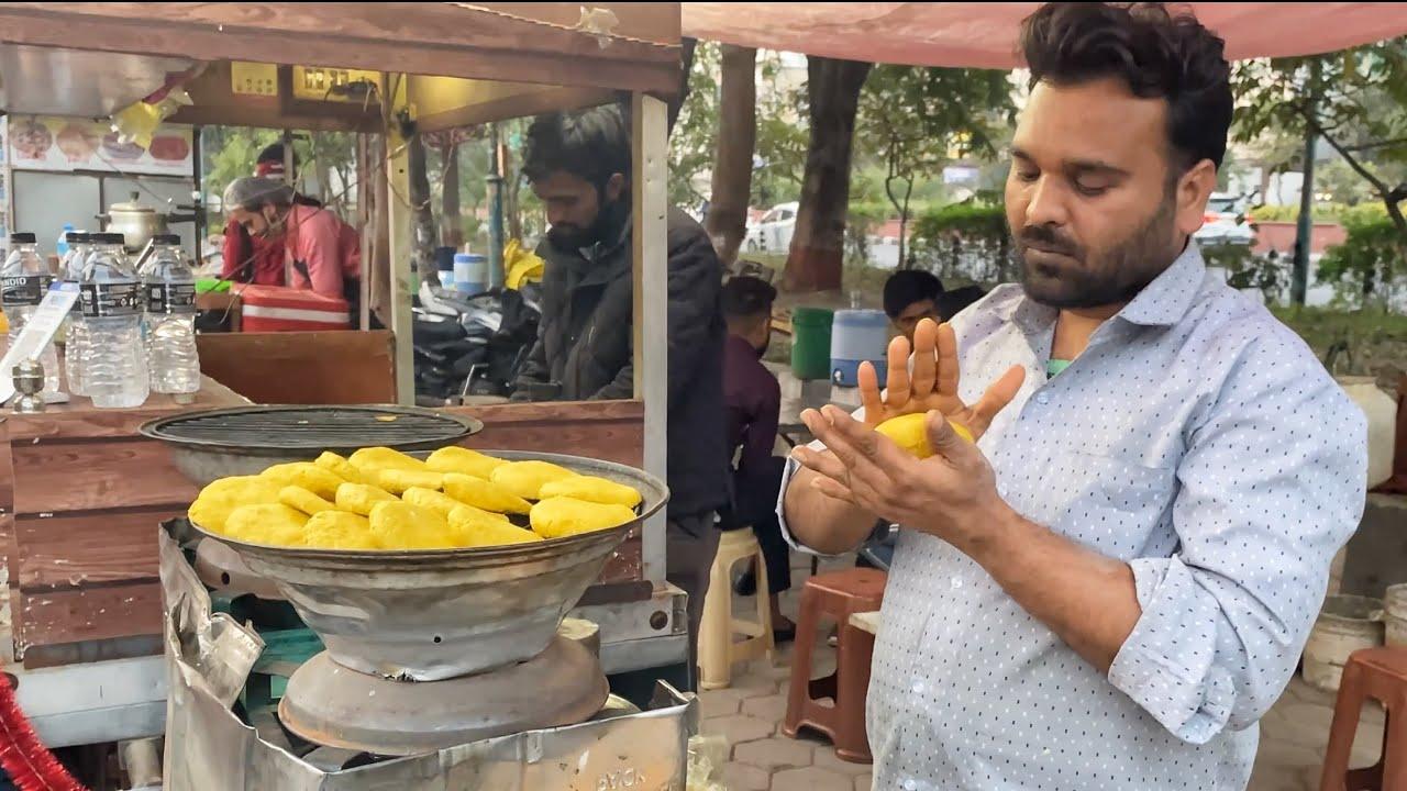 Epic Pizza Bati cooked over Charcoal | Roadside Batiwala in Indore | Indian Street Food