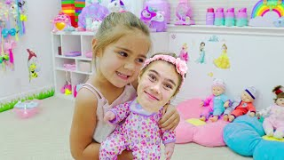 Nastya found a doll and pretends to be a parent 는 인형을 발견하고 부모 인 척