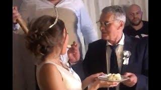 Ovako izgleda glamurozna torta Milojka i Milijane! Mladenci hranili jedno drugo, gosti u ŠOKU!
