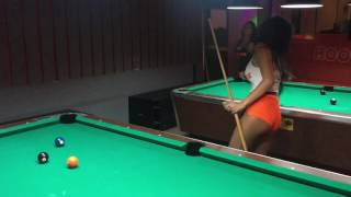 Hooters Pattaya - Nuna with the SMOOTH moves