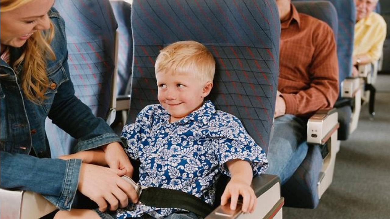 Cách làm thủ tục cho trẻ em lên máy bay vietjet một mình