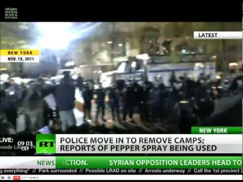 Occupy Wall Street: NYPD raid on camp in Zuccotti park