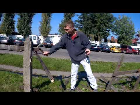 Эксплуатация детского труда на стройке. Несовершеннолетние на обьекте. Сетка Рабица.