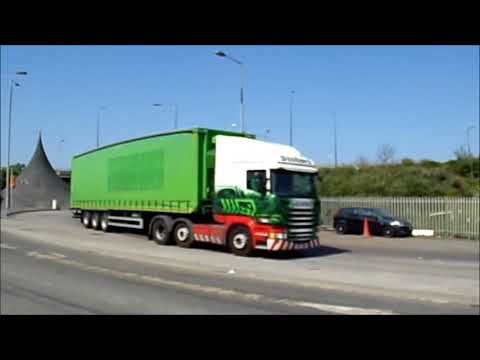 Eddie Stobart 5061 and Maritime 2716