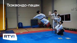 Боец из Южной Кореи разбил в прыжке несколько досок на высоте четырех метров — это новый рекорд