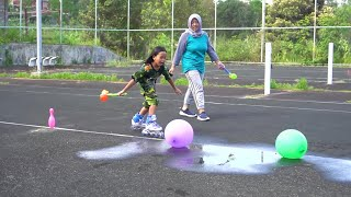 Bermain Sepatu Roda Dan Meletuskan Balon Isi Air