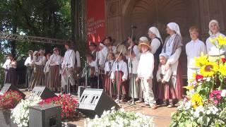 """00013 Folkloras diena """"Novadu sasaukšanās"""" uz Vērmanes dārza lielās skatuves 7.07.2018"""