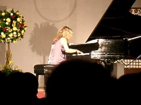 Laure Favre-Kahn: Piano Concert