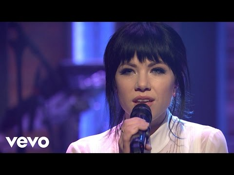 Carly Rae Jepsen - Run Away With Me/Your Type - Medley (Late Night with Seth Meyers)
