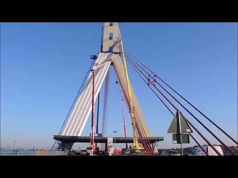 Liebherr Mobilkran LTM 1300 6.1 Steiger Gerüstbau Fleher Brücke