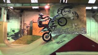 Грэм Джарвис тренируется в скейт-парк Лидс(Грэм Джарвис тренируется в скейт-парк Лидс, чтобы попробовать новый стиль экстремального катании эндуро...., 2013-09-04T13:13:59.000Z)