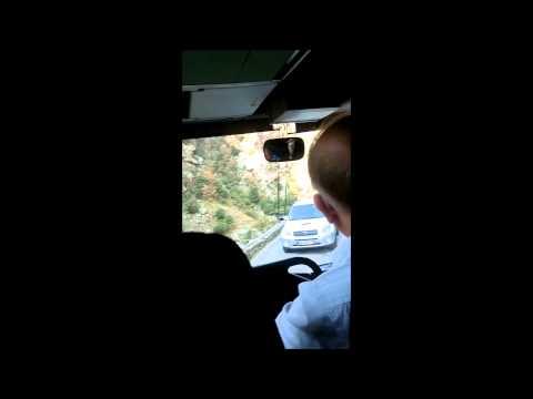 Corse Croisement Bus Et Voiture