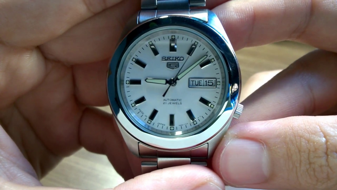 Hand On Seiko 5 Automatic Watch White Dial Snkm61j1