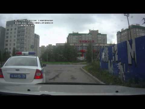 Проезд машины ГИБДД под запрещающий знак