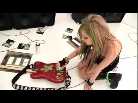 Avril Lavigne-  Graffiti Guitar [Making Of Smile]