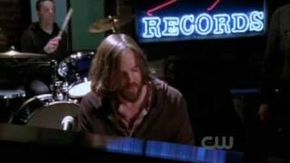 One Tree Hill 7x22 Grubbs sing Wakey!Wakey! - Light Outside