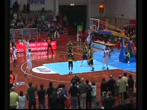 Michael Jenkins dunk vs Sigma Barcellona (1/6/2013)