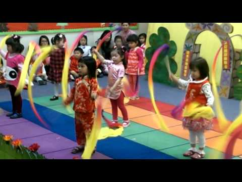 Ribbon Dance at Preschool #thesweetlifeofpeyton