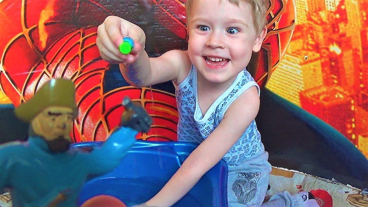 Пираты! Играем в игрушки. Видео для детей. Развлечения для детей с игрушками в воде.