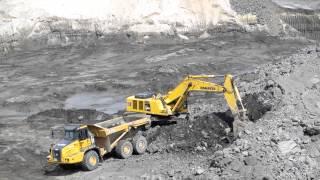 PC600 extracting first ton of iron ore at the site of Eristovo Mining(Экскаватор Комацу PC600 добывает первую тонну железной руды на ОАО