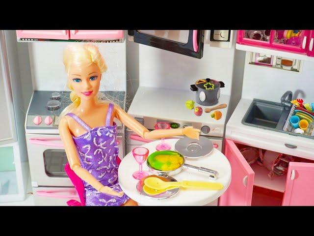 Barbie Sedang Memasak Di Mainan Dapur Barbie Baru Barbie New Kitchen Toys Youtube