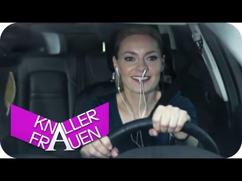 Kopfhörer [subtitled] | Knallerfrauen mit Martina Hill