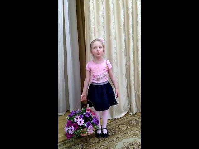 Изображение предпросмотра прочтения – СофияБаланенко читает произведение «Полюбуйся весна наступает» (Никитин Иван)