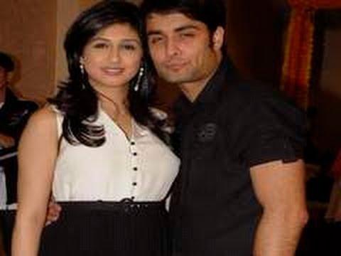 Hot Couples Vivian Dsena and Vahbbiz's ENGAGEMENT
