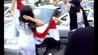 بنات عراقيات فرحانات بفوز المنتخب