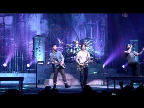 Avenged Sevenfold - Danger Line (Live, 02/13/2011)