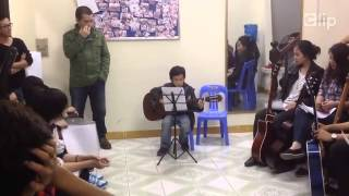 [COVER] Cậu bé 10 tuổi vừa chơi guitar vừa hát I'm Your cực dễ thương