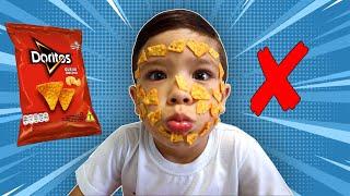 Nunca abra o pacote de chips errado! Open a packet of chips - بائع أحذية حلوة - Playing with Rafael